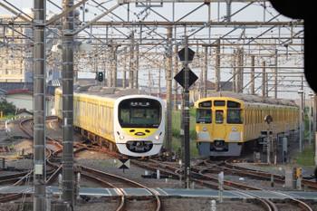 2018年5月27日、所沢、38105Fの5204レと、珍しくN2000系2+8連が夜間滞泊の電留線(E)。