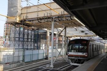 2018年5月27日、所沢、撤去が進む南側の跨線橋とメトロ10035Fの6529レ。