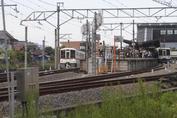 2018年5月4日、西武秩父、左端が連絡線を上がってきた4023Fの長瀞始発2054レ(秩父線内S7)。右端は4001Fの2004レ(同S8)。