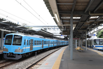 2018年6月24日、萩山、1251Fの6040レ(左)と伊豆箱根鉄道色の1261Fの6051レ。