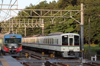 2018年7月1日、仏子、20158Fの2166レ(左)と4005F+4017Fの下り回送列車。