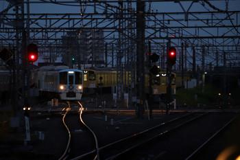 2018年7月1日 19時16分ころ、所沢、池袋線の下り方から新宿線へ入る4009Fの上り列車。