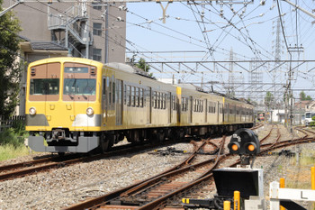 2018年4月29日、白糸台、発車した黄色ツートン塗装1249Fの177レ。赤電塗装1247Fの178レも奥に見えます。