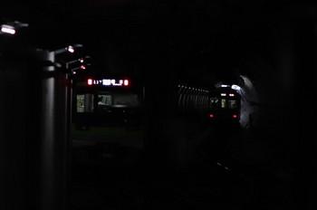 2018年4月29日 12時37分ころ、調布、ホームから遠くの下り方を撮影。