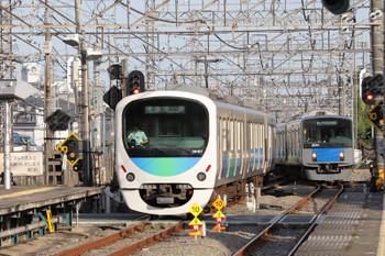 2018年8月18日、西所沢、38107Fの4358レ(左)と20154Fの8602レ。
