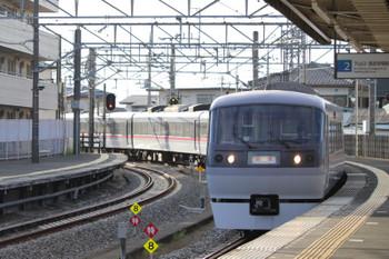 2018年8月25日16時50分ころ、西所沢、2番ホームへ到着する10102Fの上り回送列車。