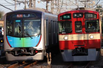 2018年8月25日、西所沢、40101Fの2160レ(左)と9103Fの4151レ。