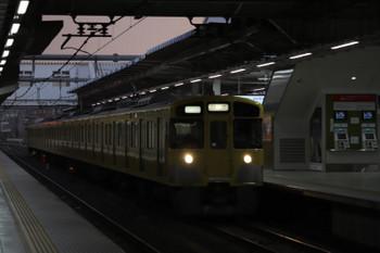 2018年9月1日 5時30分ころ、所沢、2番ホームを通過する2049Fの上り回送列車。
