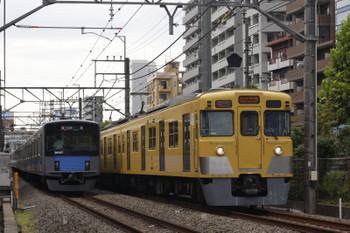 2018年9月7日12時26分ころ、高田馬場~下落合、20107Fの2323レ(左)と2021Fほかの2332レ。