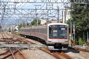 2018年9月8日 11時2分ころ、清瀬、2番ホームへ到着する東急5166Fの上り回送列車。1706レに抜かれました。