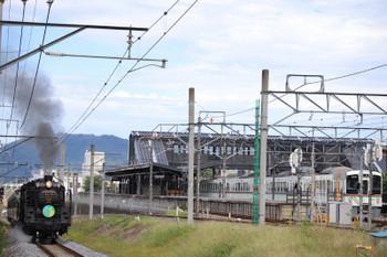 2018年9月22日 12時30分ころ、西武秩父、発車を待つ4017F+4001Fの5032レと秩父鉄道のSL列車。