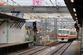 2018年9月22日 6時38分ころ、所沢、4番ホームへ到着する10105Fの上り回送列車。