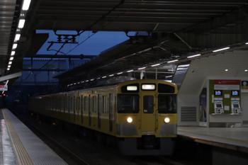 2018年9月23日 5時30分ころ、所沢、2番ホームを通過する2053Fの上り回送列車。