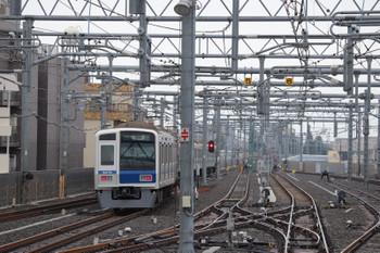 2018年9月26日 8時44分ころ、石神井公園、2番ホームから発車した6116Fの下り回送列車。