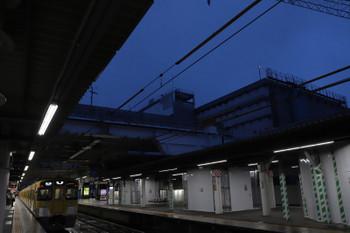 2018年9月26日、所沢、2087Fの5204レ。3番ホーム飯能方から駅中央を見たところ。まだ頭上に邪魔物はなかったです。