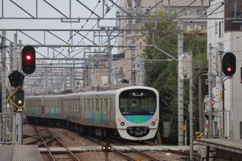 2018年9月29日 6時27分ころ、東長崎、上り4番ホームから発車した38102Fの下り回送列車。石神井公園駅から4番ホームに上り回送列車で到着し折り返し。