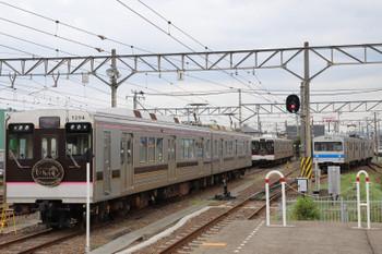 2018年7月27日 16時55分ころ、桜水、発車した福島ゆきと待機する新型の1000系2連2本。