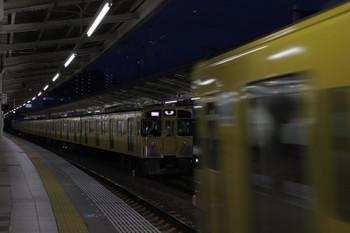 2018年10月8日、入間市、2071Fの1002レと到着する2063Fの2149レ(右手前)。