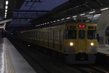 2018年10月9日 5時30分ころ、所沢、2番ホームを通過する2027Fの上り回送列車。