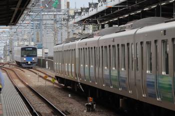 2018年10月13日、練馬、38110F+32105Fの4303レとその発車を後ろで待つ20151Fの5355レ。