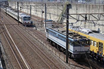 2018年10月21日 11時48分ころ、新秋津、牽引してきたEF65-2138と待ち受ける263F(右端)、そして輸送中の1253F(中央奥)。