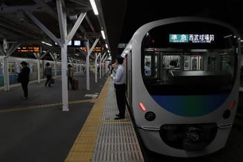 2018年10月17日、所沢、38109Fほかの4315レと到着する30103Fの2167レ。