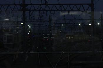 2018年10月26日 5時46分、保谷、26番線の東急5050系が写ってます。