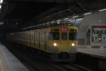 2018年10月27日 5時30分ころ、所沢、2番ホームを通過する2021Fの上り回送列車。