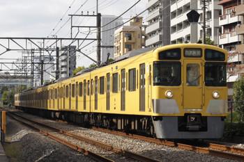 2018年11月7日、高田馬場~下落合、N2000系4+4連の5822レ。