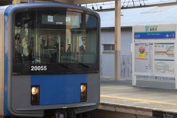 2018年11月10日 12時40分ころ、新所沢、上の写真の約20分後。回送で新所沢駅2番ホームへ入り(12時36分着)、会場ゆきの臨時列車(12時40分発)となった20155F。