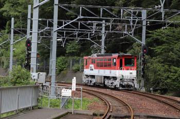 2018年9月9日 10時7分ころ、長島ダム、閑蔵ゆき列車の車内から。上り方へ進むED901。