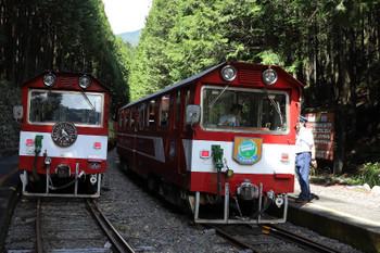 2018年9月9日 10時43分ころ、閑蔵、右が千頭から乗ってきた列車。左が千頭ゆき。