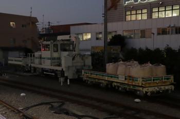 2018年11月17日、東長崎、保守用車の側線の飯能方に止まるトロッコ列車。