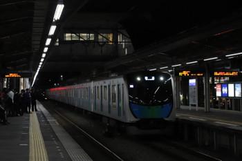 2018年11月17日 18時6分ころ、小手指、2番ホームへ到着する40103Fの上り列車。西武秩父始発のS-Train 404レは飯能で運転打ち切りとなったと思われ、その車両の小手指入庫なはずです。