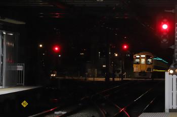 2018年11月24日 5時30分ころ、所沢、通過した2049Fの上り回送列車(右端)と空いてる電留線(E)。