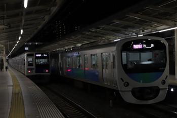 2018年11月25日、入間市、38104Fの1002レ(右)。左は6116Fの1717レ、10分ほど遅れてました。