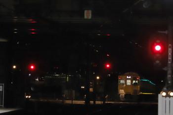 2018年11月25日 5時30分ころ、所沢、2033Fの上り回送列車(右端)と電留線の闇に佇む9103F(左端)。
