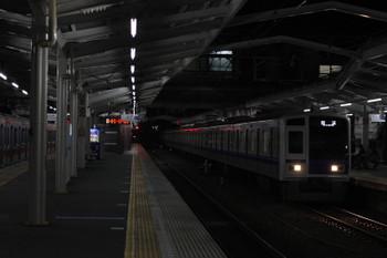 2018年11月27日 5時36分ころ、清瀬、到着する6158Fの上り回送列車(右)と東急5161F(左端)。
