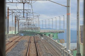 2018年10月5日 13時6分ころ、りんくうタウン~関西空港、列車内から見た連絡橋の損傷部分。