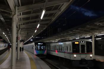 2018年12月8日、入間市、4005F+4023Fの2002レ(右)と40101Fの4145レ。