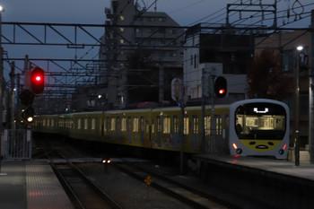 2018年12月9日 6時27分ころ、東長崎、上り4番ホームから発車した38105Fの下り回送列車。