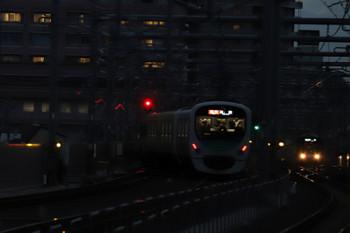 2018年12月10日、石神井公園、4レに追い抜かれ3番ホームを発車し急行線へ入る32105F+38105Fの2104レ。