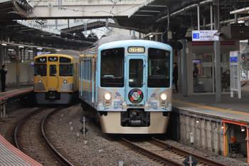 2018年12月23日 11時48分ころ、萩山、西武遊園地駅へ向かう4009Fのクリスマストレイン。