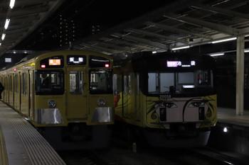 2018年12月23日、入間市、2089Fの2149レと20158Fの1002レ(右)。