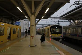 2018年12月23日 15時33分ころ、石神井公園、4番ホームに着発の2079Fの5314レ(左)と発車していく38105Fの上り臨時列車。