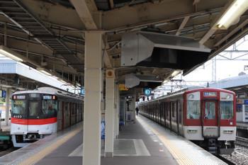 2018年10月6日 9時4分ころ、尼崎、山陽の新型6000系の直通特急 梅田ゆきと近鉄の赤い電車の各停。