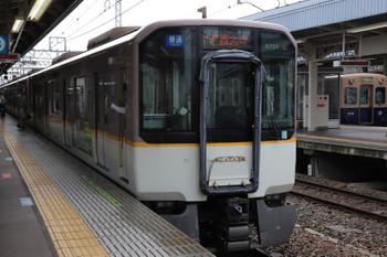 2018年10月6日 9時11分ころ、尼崎、近鉄の白い電車の普通 大和西大寺ゆきと青胴車の高速神戸ゆき。