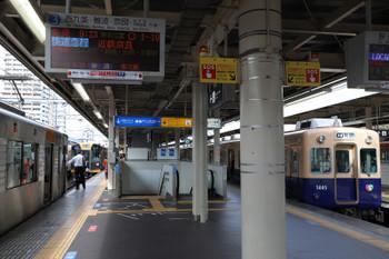 2018年10月6日 9時19分ころ、尼崎、青胴車の普通 梅田ゆきと併結し10連となる1000系の快速急行 奈良ゆき。