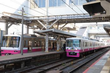 2019年1月1日 10時38分ころ、京成津田沼、干支HMを付けた8800系・松戸ゆきと、次発の8900系。