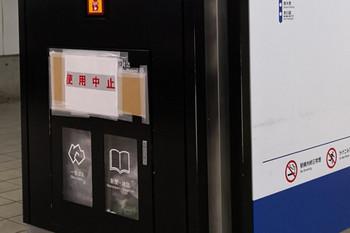 2018年12月30日、所沢、1番ホーム新宿方のゴミ箱。